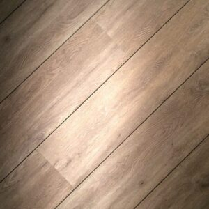 Klik-PVC + GRATIS platte plint