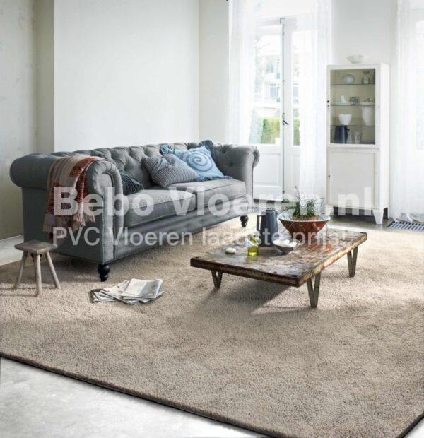 Zelfklevende PVC-vloeren i.c.m. bijpassende plint