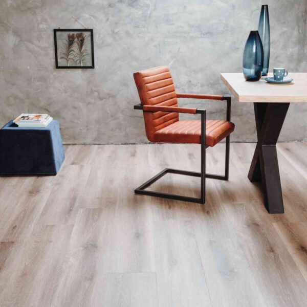 Naturel eiken verlijmbare PVC-vloer i.c.m. plint + onderhoudsset