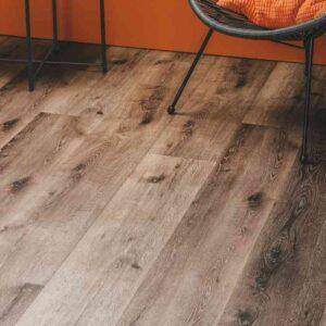 Donker gerookt eiken verlijmbare PVC-vloer i.c.m. plint + onderhoudsset