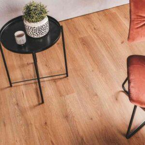 Warm bruin eiken PVC-vloer verlijmbaar i.c.m. plint + onderhoudsset