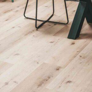Licht beige PVC-vloer met knoesten verlijmbaar i.c.m. plint + onderhoudsset