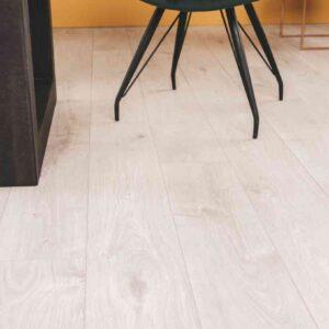 Noestarme lichtbeige PVC-vloer verlijmbaar i.c.m. plint + onderhoudsset