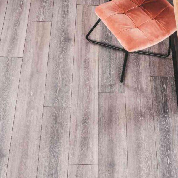 Grijsbruin eiken PVC-vloer verlijmbaar i.c.m. plint + onderhoudsset
