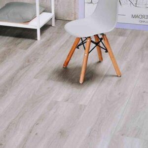 Lichtgrijze houtlook PVC-vloer verlijmbaar i.c.m. plint + onderhoudsset