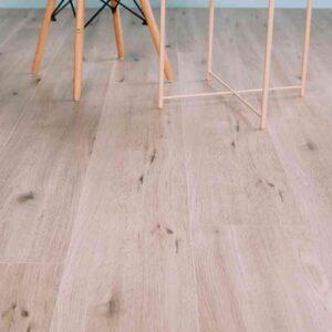 Lichte noestige PVC-vloer verlijmbaar i.c.m. plint + onderhoudsset