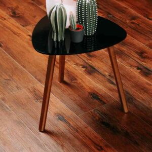 Kersenbruin eiken PVC-vloer verlijmbaar i.c.m. plint + onderhoudsset