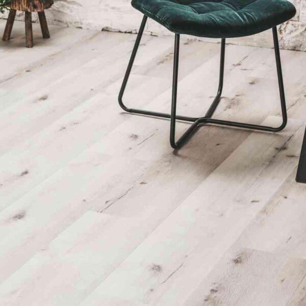 Whitewash PVC-vloer verlijmbaar i.c.m. plint + onderhoudsset