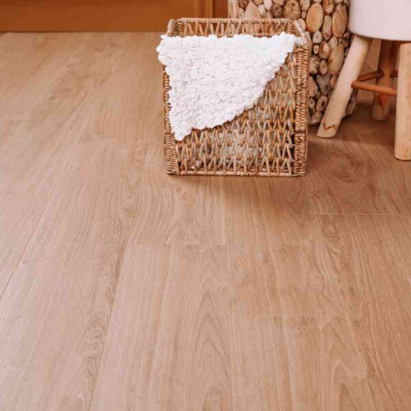 Populaire look PVC-vloer verlijmbaar i.c.m. plint + onderhoudsset