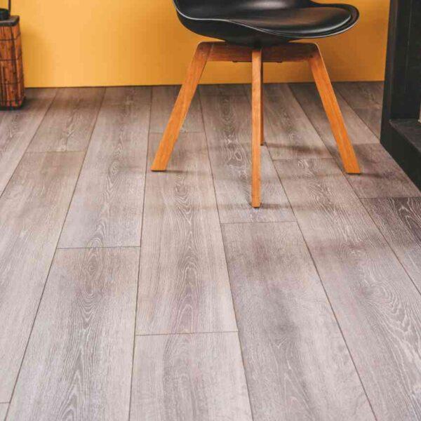 Horeca PVC-vloer met v-groef verlijmbaar met GRATIS PLINT