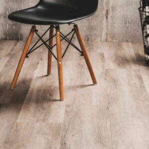 Naturel vergrijsd houtlook PVC-vloer met innovatief kliksysteem