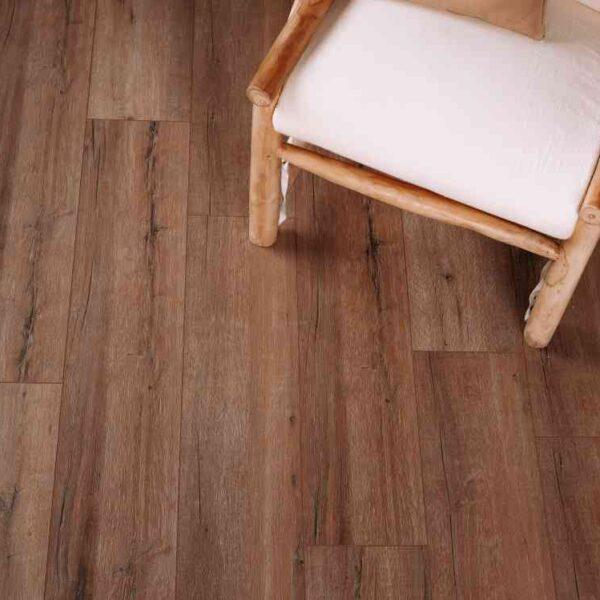 Robuuste verlijmbare PVC-vloer i.c.m. plint + onderhoudsset